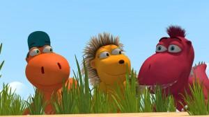 Mit Spannung beobachten Kokosnuss, Matilda und Oskar aus ihrem Versteck heraus, ob ihr Plan, Chefs Picknick mit präparierten Lebensmitteln zu sabotieren, aufgeht.