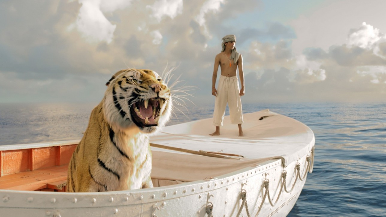 """Im Bild: Der junge Pi (Suraj Sharma, r.) und ein bengalischer Tiger kämpfen monatelang unfreiwillig ums Überleben auf hoher See.    Ein echtes Filmwunder: Ang Lees OSCAR(r) prämierter """"Life  of Pi - Schiffbruch mit Tiger"""" am 2. November 2014 auf  ProSieben. Ang Lee (""""Tiger & Dragon"""") hat es mit diesem bildgewaltigen Hochsee- Abenteuer erneut allen gezeigt: Vier OSCARS(r), über 600 Millionen US-Dollar  Boxoffice und Kritiker, die sich mit ihren Lobeshymnen geradezu  überschlugen. Und all das gelang ihm mit einer Story über einen indischen  Jungen und einen bengalischen Tiger, die gemeinsam in einem Rettungsboot  auf dem Ozean überleben müssen - gänzlich ohne bekannte Stars, dafür  aber mit poetischen Bildern, leise-optimistischem Humor und großen  philosophischen Fragen an unsere Existenz. Ein echtes Filmwunder ...  ProSieben zeigt """"Life of Pi - Schiffbruch mit Tiger"""" am Sonntag, 2. November  2014, um 20:15 Uhr zum ersten Mal im Free-TV. © 2012 Twentieth Century Fox Film Corporation. All rights reserved. Dieses Bild darf bis 04.11.2014 honorarfrei fuer redaktionelle Zwecke und nur im Rahmen der Programmankuendigung verwendet werden. Spaetere Veroeffentlichungen sind nur nach Ruecksprache und ausdruecklicher Genehmigung der ProSiebenSat1 TV Deutschland GmbH moeglich. Verwendung nur mit vollstaendigem Copyrightvermerk. Das Foto darf nicht veraendert, bearbeitet und nur im Ganzen verwendet werden. Nicht für EPG! Es darf nicht archiviert werden. Es darf nicht an Dritte weitergeleitet werden. Bei Fragen: 089/9507-1589. Voraussetzung fuer die Verwendung dieser Programmdaten ist die Zustimmung zu den Allgemeinen Geschaeftsbedingungen der Presselounges der Sender der ProSiebenSat.1 Media AG. Weiterer Text über OTS und www.presseportal.de/pm/25171 / Die Verwendung dieses Bildes ist für redaktionelle Zwecke honorarfrei. Veröffentlichung bitte unter Quellenangabe: """"obs/ProSieben Television GmbH/Photo : Rhythm & Hues"""""""